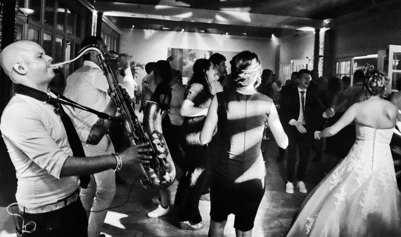 Sax-and-DJ-bruiloft-feest-saxofonist2