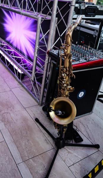 Sax-and-DJ-bruiloft-feest-saxofonist4