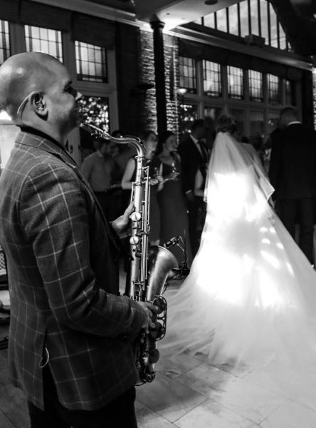 Sax-and-DJ-bruiloft-feest-saxofonist5