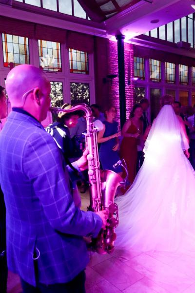 Sax-and-DJ-bruiloft-feest-saxofonist6